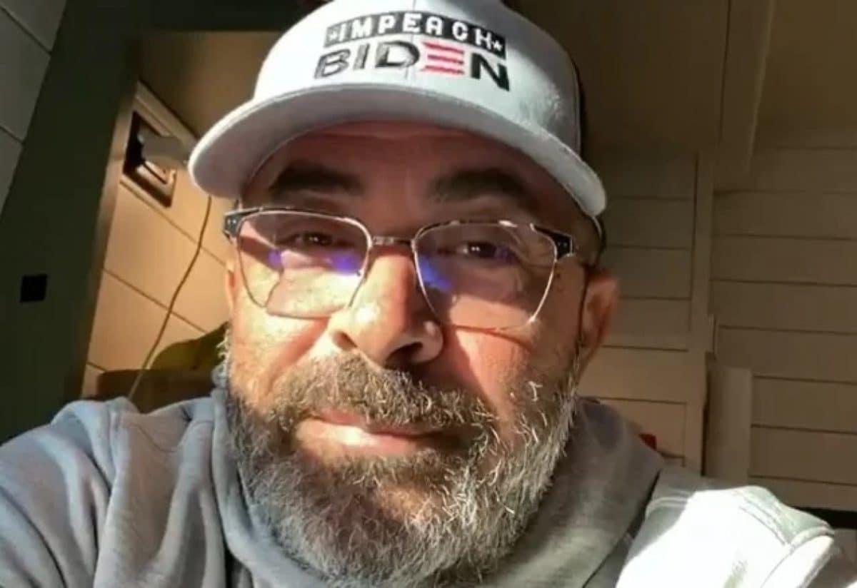 """Aaron Lewis de Staind : """"Nous laissons les personnes les plus stupides de ce pays nous dicter nos vies !"""""""