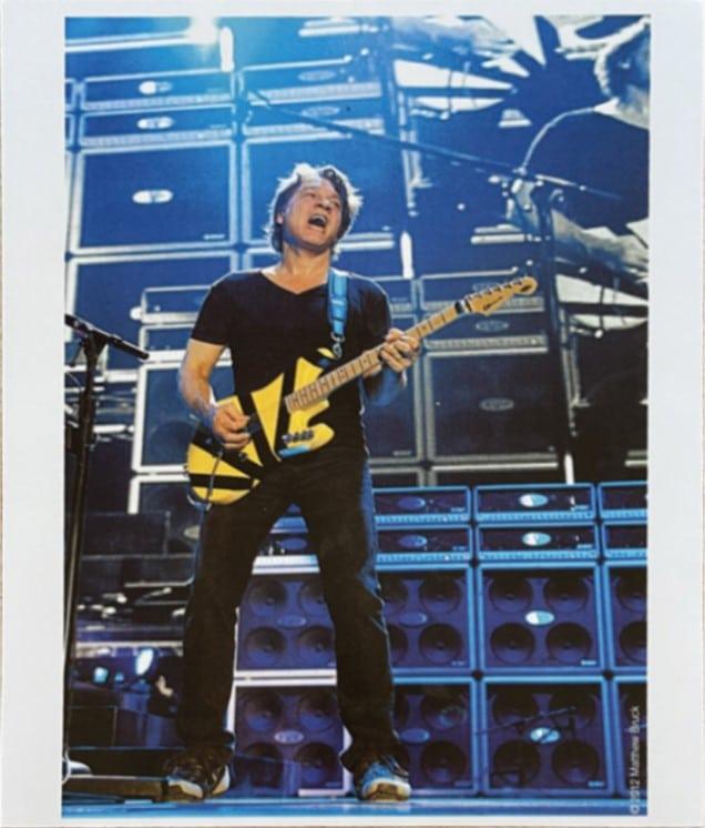 La guitare Charvel EVH Art Series d'Eddie Van Halen, qu'il a utilisée sur scène et signée, est mise aux enchères