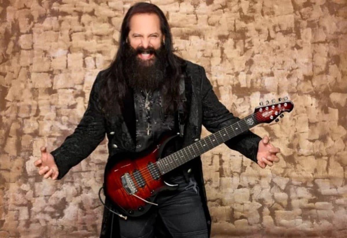 John Petrucci de Dream Theater fête le 20e anniversaire de sa collection de guitares signatures en collaboration avec Ernie Ball Music Man !