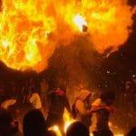 La police de Los Angeles tire des balles en caoutchouc dans un mosh pit pour stopper un concert de Punk
