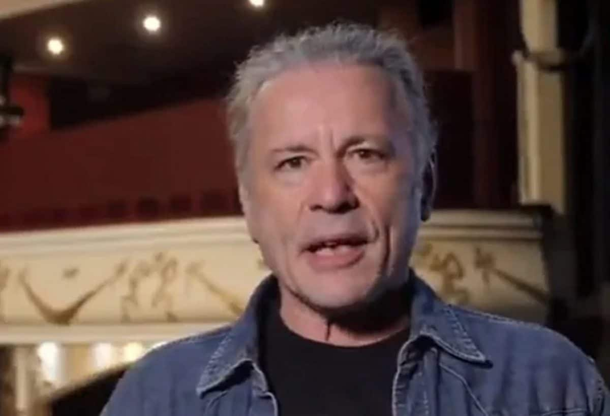 Bruce Dickinson de Iron Maiden se plaint de l'impact du Brexit sur l'industrie musicale alors qu'il a voté pour, les fans se moquent