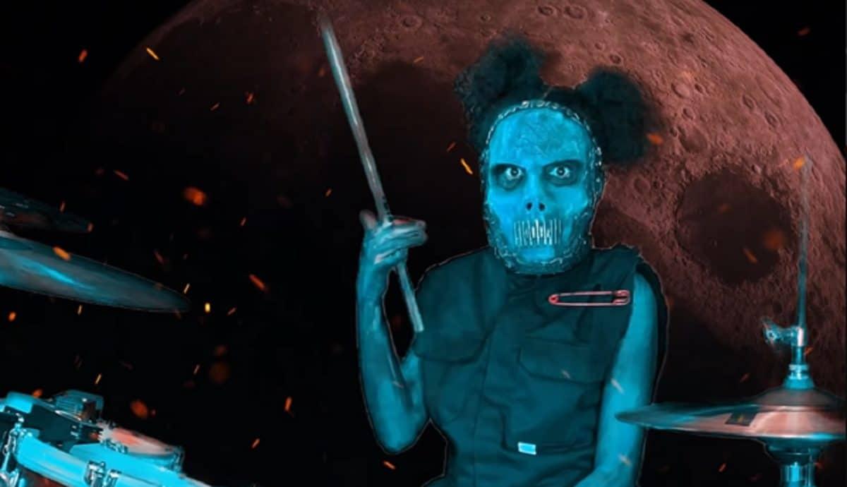 Nandi Bushell reprend Duality de Slipknot à la batterie, et Jay Weinberg approuve !