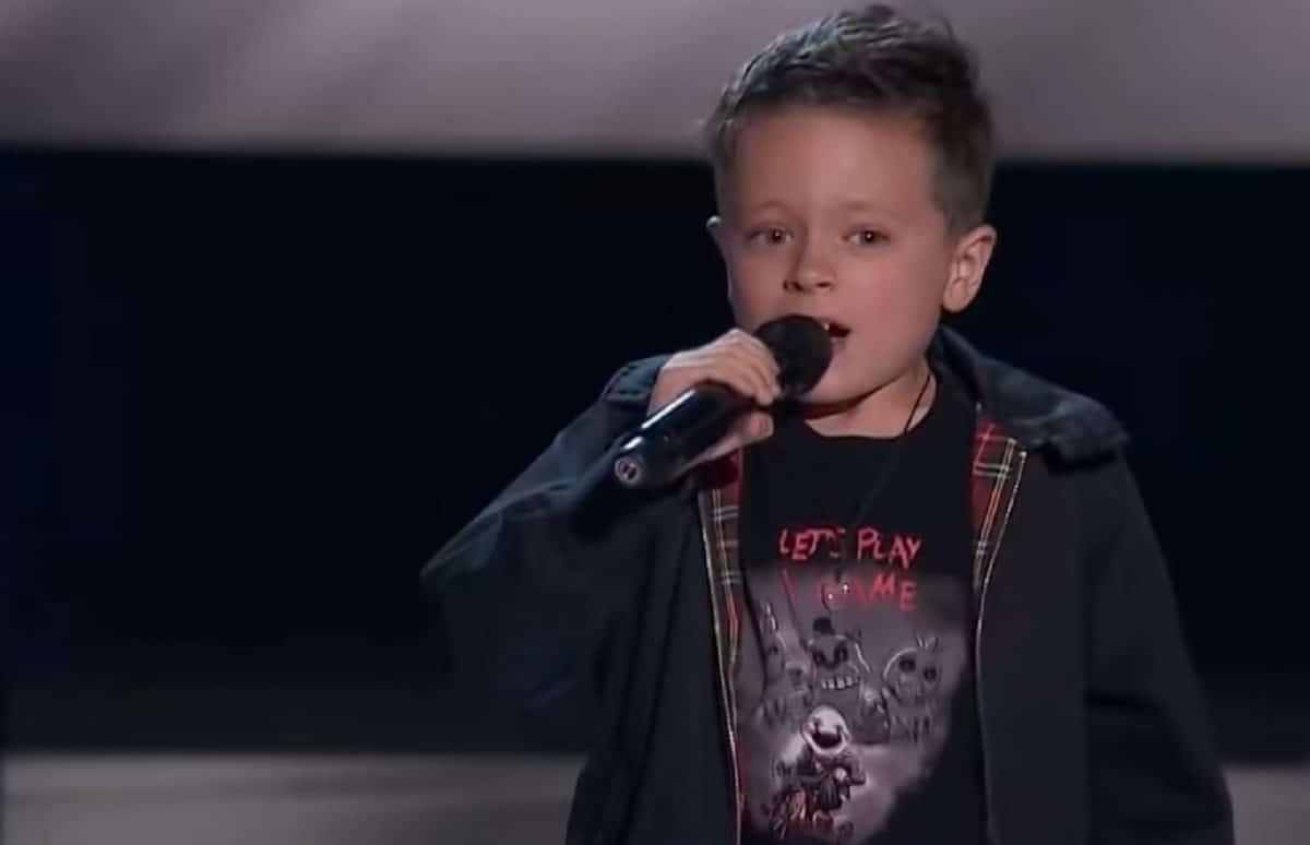 AC/DC : Regardez ce garçon de 7 ans qui chante Highway To Hell à The Voice Kids en Espagne