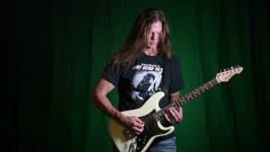 Regardez Chris Broderick (ex-guitariste de Megadeth) jouer Perpetual Burn avec la guitare Hurricane originale de Jason Becker