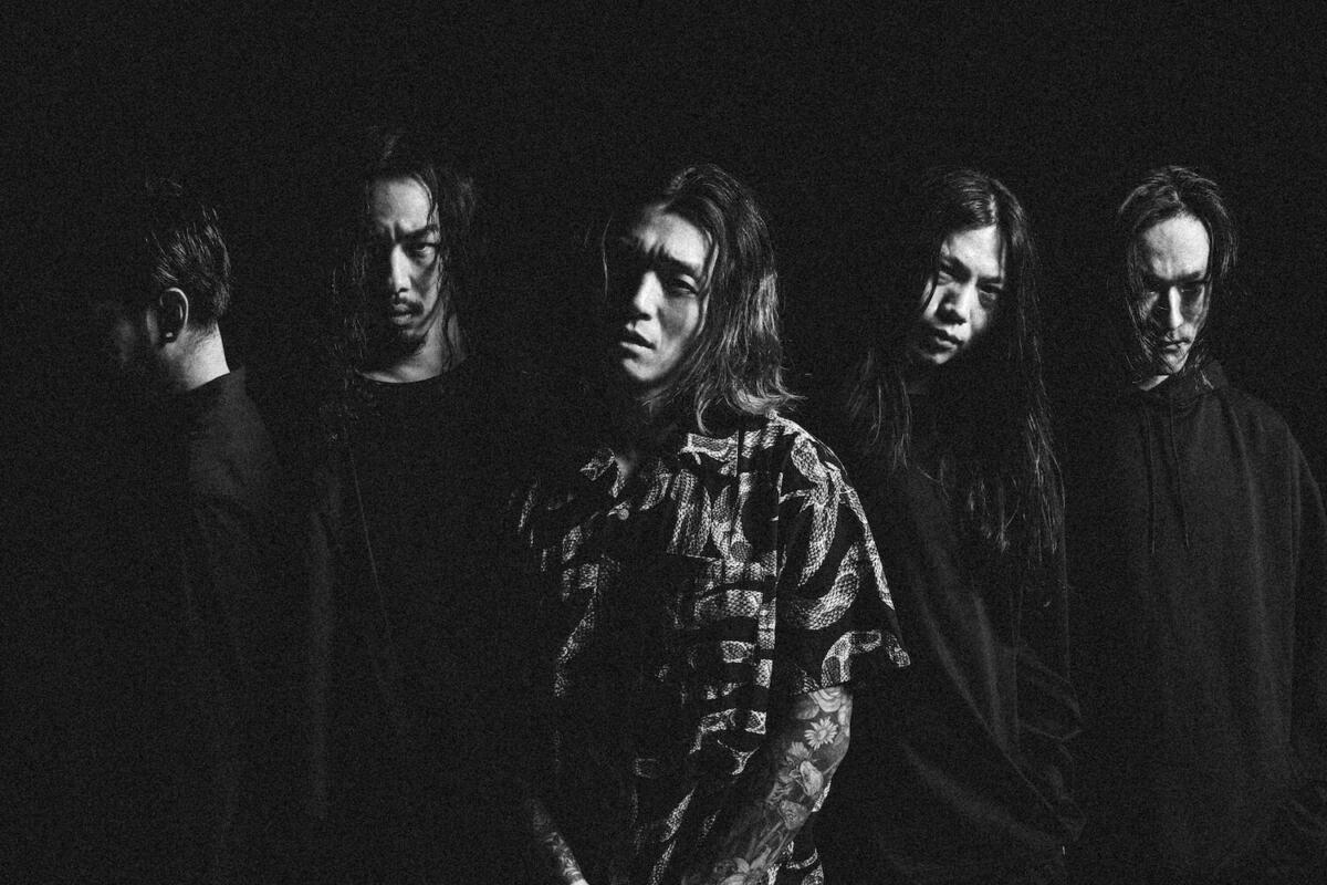 Crystal Lake, le groupe japonais de Metalcore, est de retour avec un nouveau single, Curse !