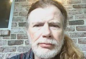 """Dave Mustaine montre pour la première fois le """"bassiste mystère"""" de Megadeth et déclare que David Ellefson ne reviendra jamais dans le groupe"""
