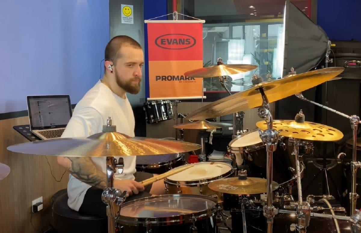 Regardez le batteur de Sepultura jouer du Meshuggah avec puissance !