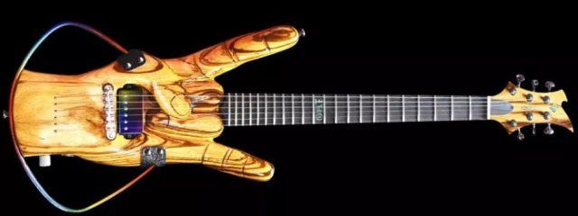 """Le geste des """"cornes du diable"""" de Ronnie James Dio a été transformé en guitare"""