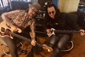 Geddy Lee donne une leçon de basse à Les Claypool de Primus avant la tournée en hommage à Rush