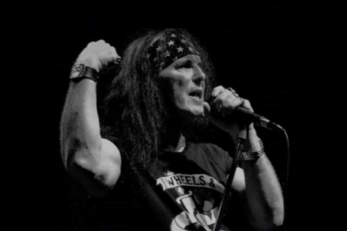 Le chanteur original de AC/DC, Dave Evans, sort un nouveau single intitulé Who's Gonna Rock Me?