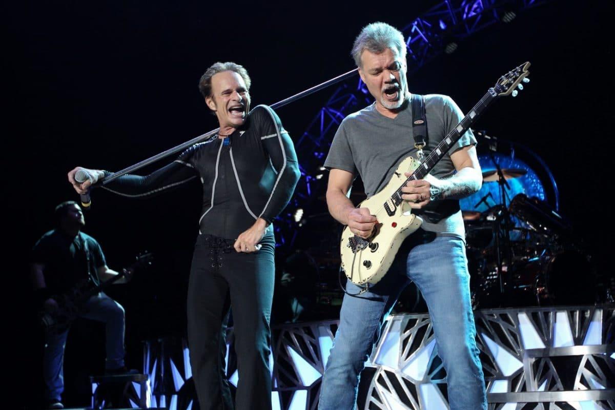 David Lee Roth (Van Halen) fait un doigt d'honneur à Gene Simmons (Kiss) - 18 fois !