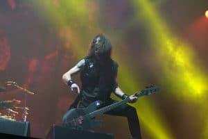 Le bassiste de Anthrax parle de la façon dont Kiss et Gene Simmons ont traité son groupe lorsqu'il faisait leur première partie à ses débuts