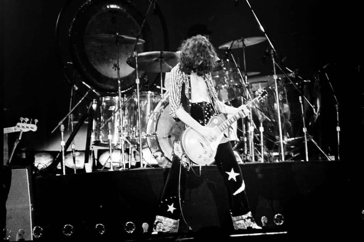 Led Zeppelin : Une Fender Stratocaster Blanc Olympique de 1971 utilisée par Jimmy Page est mise aux enchères