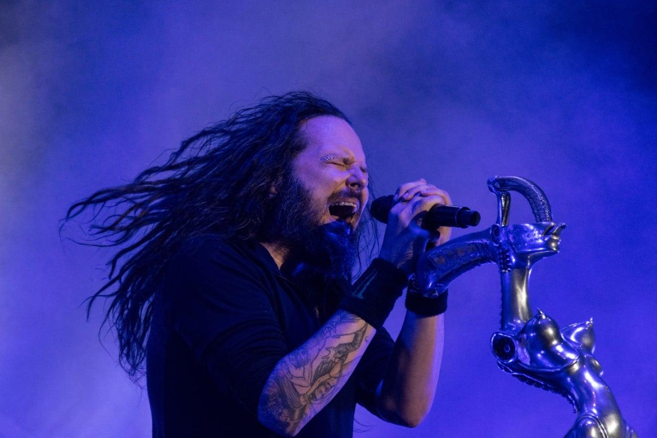 Korn : Annulation de concerts et report de la tournée après que le chanteur Jonathan Davis a été testé positif à la Covid-19