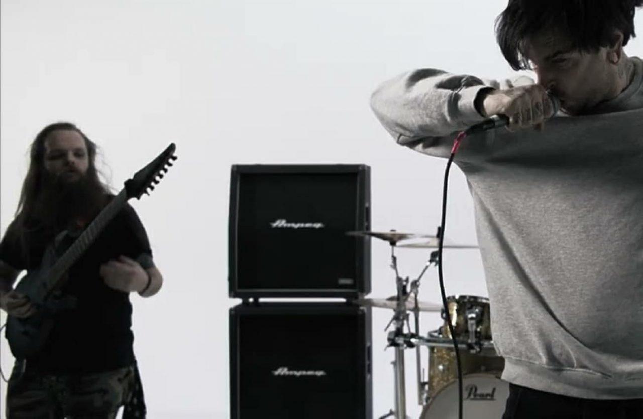Encore un groupe de Deathcore qui renvoie un membre à la suite d'allégations d'abus sexuels