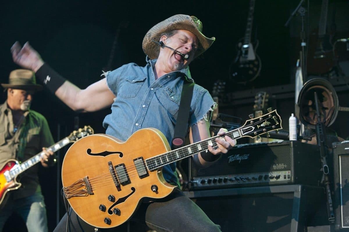 Ted Nugent affirme qu'il a dit à Jimi Hendrix et Bon Scott de AC/DC qu'ils allaient mourir