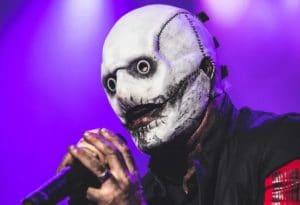 Corey Taylor de Slipknot présente son nouveau masque au festival Rocklahoma