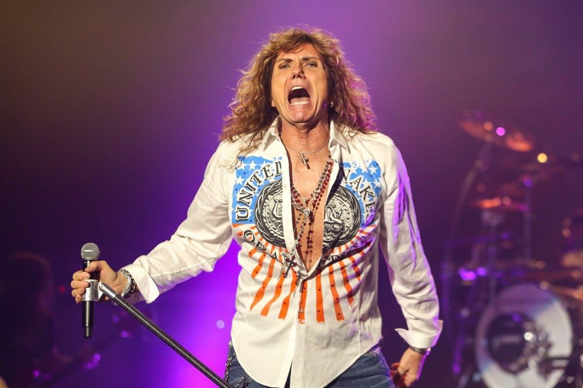 Le premier bassiste de Whitesnake parle de la façon dont David Coverdale traitait les musiciens qu'il avait engagés