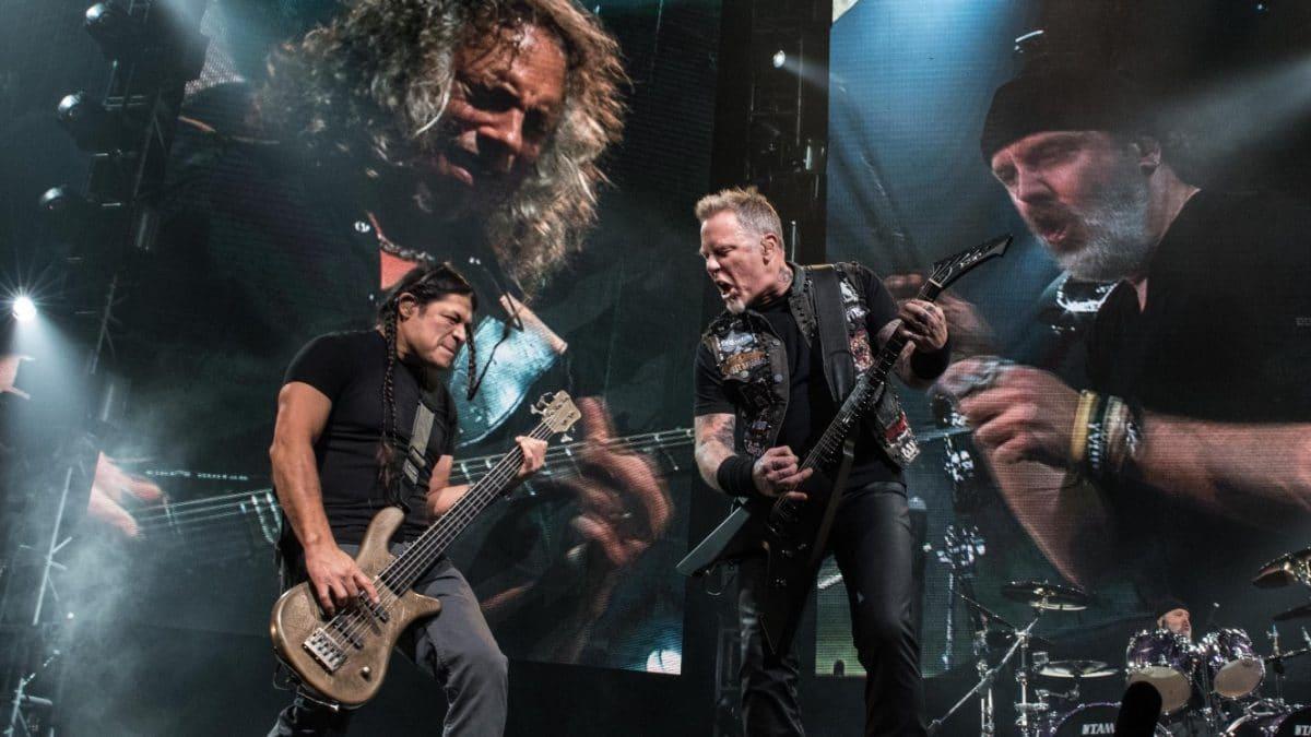 """Metallica a donné un concert """"surprise"""" pour 500 personnes : Une preuve de vaccination était exigée pour y assister"""