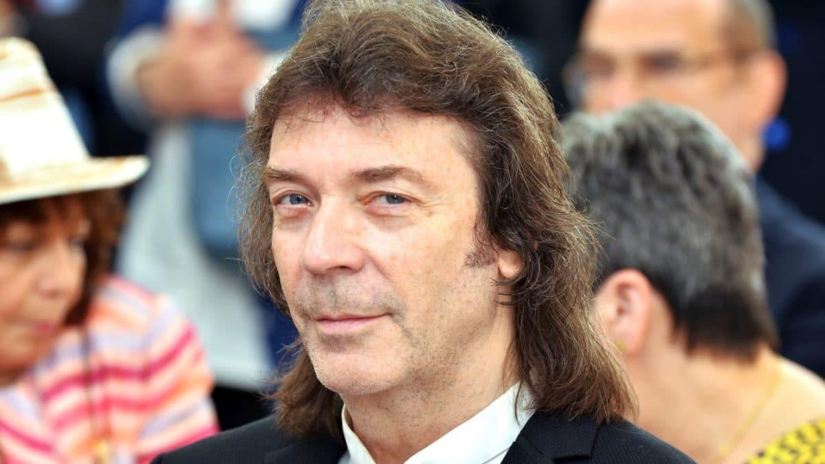 """Genesis : Steve Hackett à propos du tapping avant l'ère Eddie Van Halen : """"J'en faisais en 71"""""""