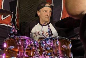 Regardez Tom Hunting, batteur de Exodus, jouer en live pour la première fois depuis son opération
