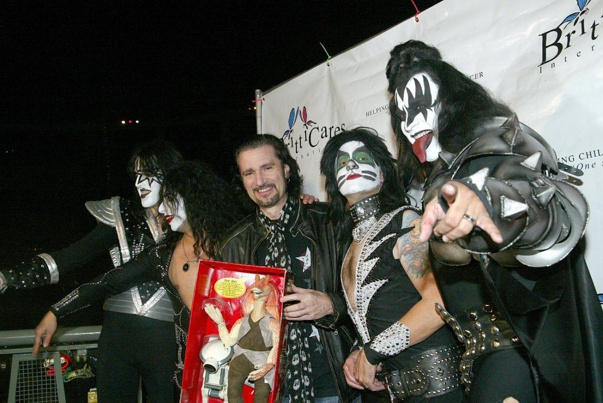 """Bruce Kulick parle de son temps dans Kiss et de son licenciement : """"Je n'ai rien fait de mal"""""""