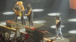 Regardez Guns N' Roses et Wolfgang Van Halen jouer Paradise City !