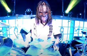 """Le batteur de Slipknot parle de son masque """"dégoûtant"""" : """"Ça fait partie de Slipknot, et on prend ça très au sérieux"""""""