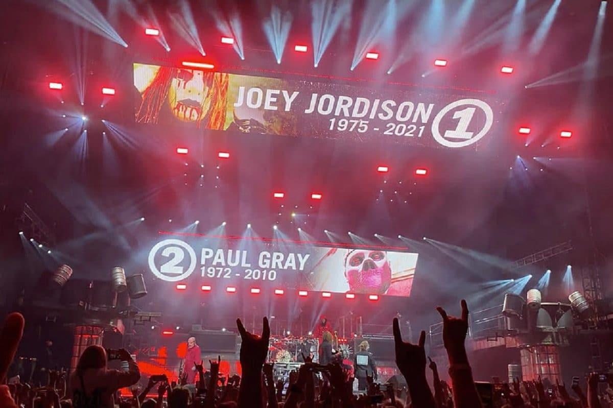 Regardez Slipknot rendre hommage à ses membres disparus, Joey Jordison et Paul Gray, au Knotfest Iowa